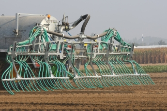 Liquid manure can be injected directly into the ground.