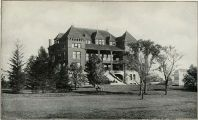 600px-Agricultural_Hall,_Iowa_State_College_-_History_of_Iowa